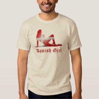 Bandera danesa de la silueta del chica playera