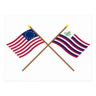 Bandera de Betsy Ross y bandera cruzadas de la mar Postal