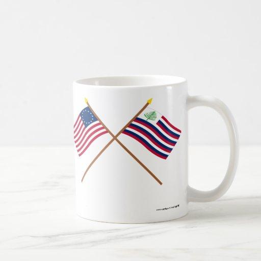 Bandera de Betsy Ross y bandera cruzadas de la mar Tazas