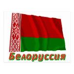 Bandera de Bielorrusia que agita con nombre en rus Tarjeta Postal