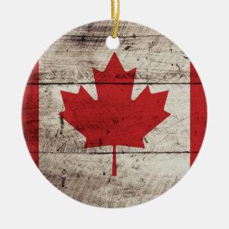 Bandera de Canadá en grano de madera viejo Ornamentos De Navidad
