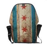 Bandera de Chicago en grano de madera viejo Bolsas De Mensajeria