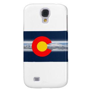 Bandera de Colorado con las montañas