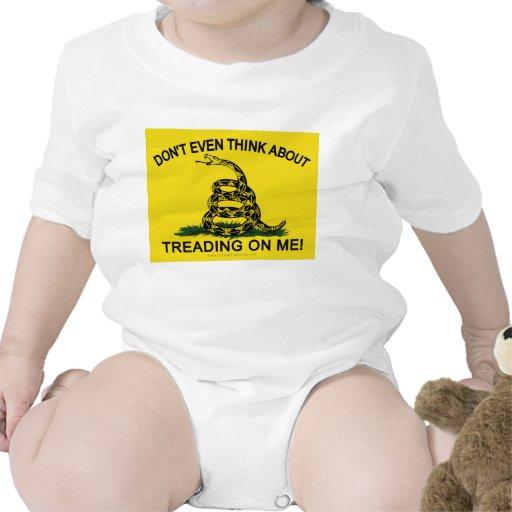 Bandera de Gadsden actualizada Traje De Bebé