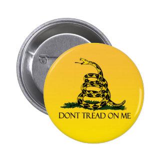 Bandera de Gadsden, fondo amarillo Pin Redondo De 2 Pulgadas