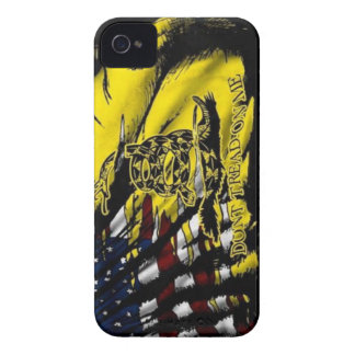 Bandera de Gadsden - libertad o muerte iPhone 4 Case-Mate Protectores
