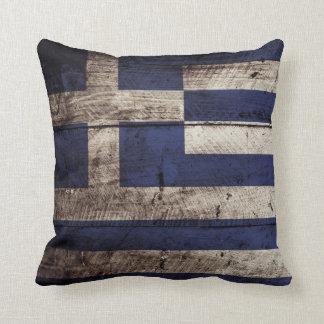 Bandera de Grecia en grano de madera viejo Cojín Decorativo
