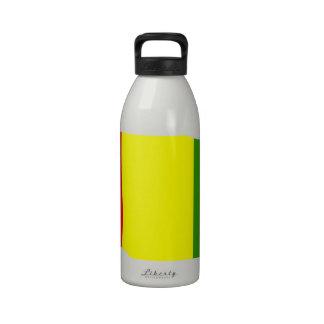 Bandera de Guinea que agita Botella De Agua Reutilizable
