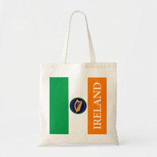 Bandera de Irlanda con el escudo de armas