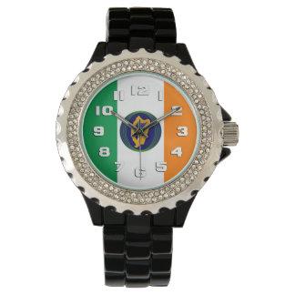 Bandera de Irlanda con el escudo de armas Relojes De Pulsera