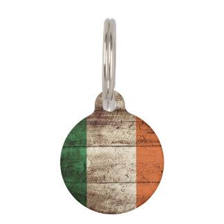 Bandera de Irlanda en grano de madera viejo Placas De Mascota