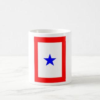 Bandera de la estrella azul para apoyar Amar-unos Taza Clásica