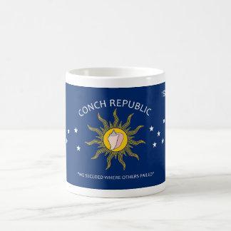 Bandera de la república de la concha taza de café