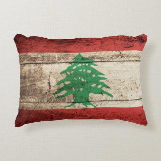 Bandera de Líbano en grano de madera viejo