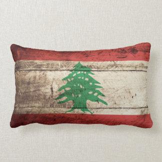 Bandera de Líbano en grano de madera viejo Cojín Lumbar