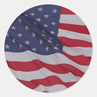 bandera de los E.E.U.U. - puede agitar de largo Pegatina Redonda