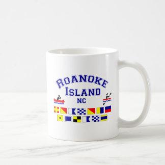 Bandera de los Sig del NC de la isla de Roanoke Taza Básica Blanca