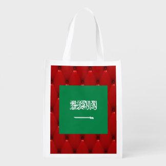 Bandera de lujo de la Arabia Saudita en fondo rojo Bolsas Para La Compra