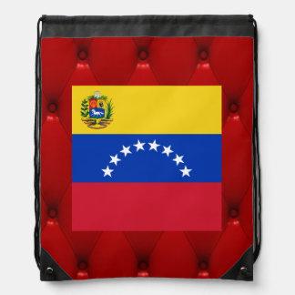 Bandera de lujo de Venezuela en fondo rojo del Mochila