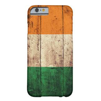 Bandera de madera de Irlanda Funda Para iPhone 6 Barely There