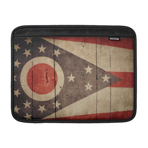 Bandera de madera rugosa de Ohio Fundas Macbook Air