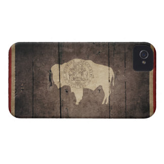 Bandera de madera rugosa de Wyoming iPhone 4 Cárcasas