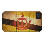 Bandera de madera vieja de Brunei iPhone 4 Cárcasas