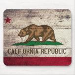Bandera de madera vieja de California Tapetes De Ratón