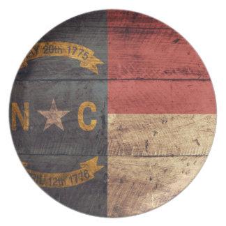 Bandera de madera vieja de Carolina del Norte; Platos