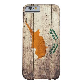 Bandera de madera vieja de Chipre Funda Para iPhone 6 Barely There