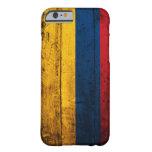Bandera de madera vieja de Colombia Funda De iPhone 6 Barely There