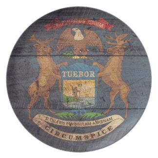 Bandera de madera vieja de Michigan Plato De Comida