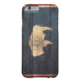Bandera de madera vieja de Wyoming Funda De iPhone 6 Barely There