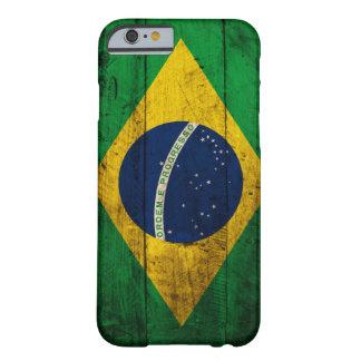 Bandera de madera vieja del Brasil Funda De iPhone 6 Barely There