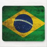 Bandera de madera vieja del Brasil Alfombrillas De Raton