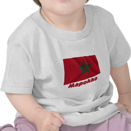 Bandera de Marruecos que agita con nombre en ruso Camiseta