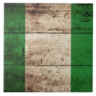 Bandera de Nigeria en grano de madera viejo Azulejo Cuadrado Grande