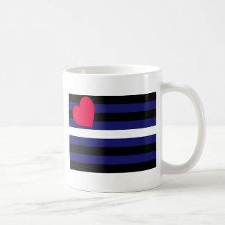 Bandera de orgullo de cuero básica taza clásica