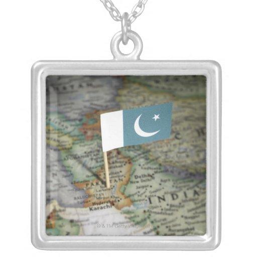 Bandera de Paquistán en mapa Colgante Cuadrado
