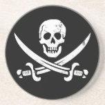Bandera de pirata de Juan Rackham (calicó Jack) Ro Posavasos Cerveza
