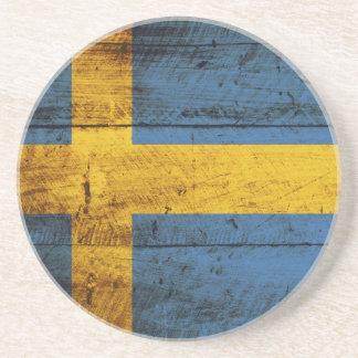 Bandera de Suecia en grano de madera viejo Posavasos De Arenisca
