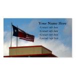 Bandera de Tejas y de Estados Unidos en torre Tarjeta De Negocio