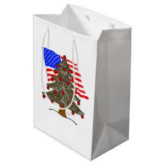 Bandera del árbol de navidad w/American del Bolsa De Regalo Mediana