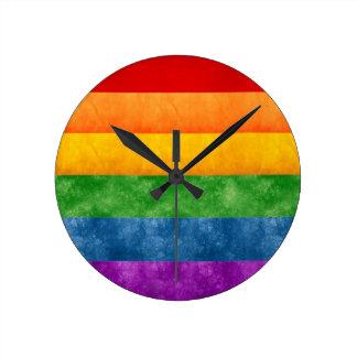 Bandera del arco iris reloj redondo mediano