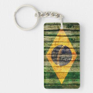 Bandera del Brasil del Grunge en fondo de madera r Llavero Rectangular Acrílico A Una Cara