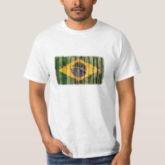 Bandera del Brasil del Grunge en textura de madera Playeras