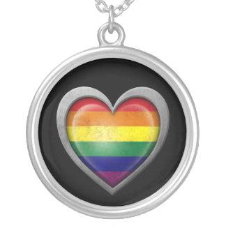 Bandera del corazón del arco iris del orgullo gay  collar plateado