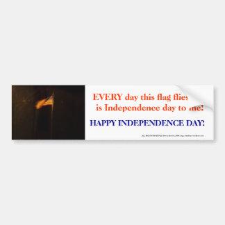 Bandera del Día de la Independencia Pegatina De Parachoque