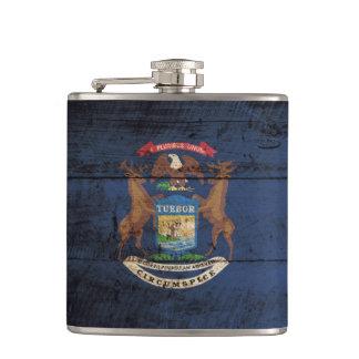 Bandera del estado de Michigan en grano de madera Petaca