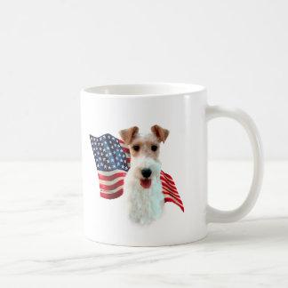 Bandera del fox terrier del alambre taza básica blanca